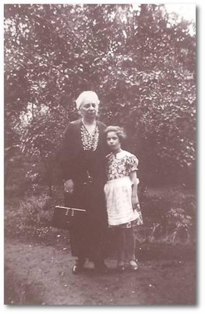 Regina Spanier mit ihrer Enkelin Ilse Reifeisen